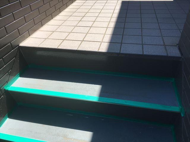 階段踏み板塗装前養生