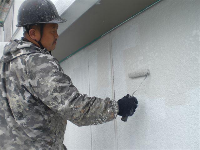 外壁上塗り作業1回目