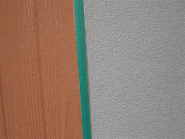 サイディング外壁の上塗り作業