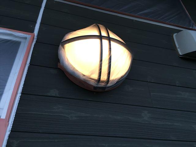玄関照明ビニール養生