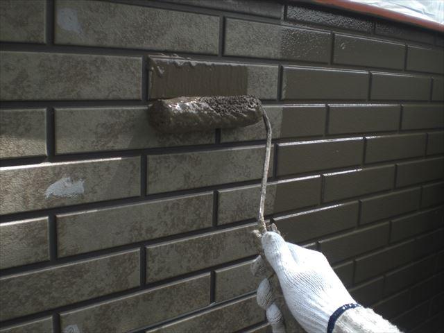 サイディング外壁の下塗り作業