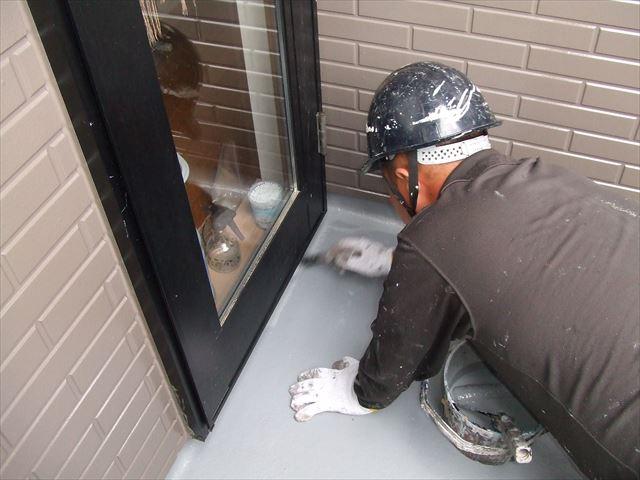 ベランダ防水刷毛塗りアトレーヌ水性トップSG遮熱塗料