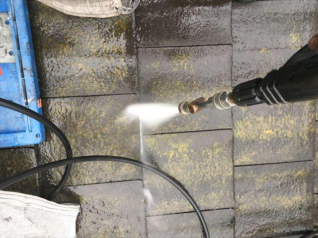 屋根 洗浄中
