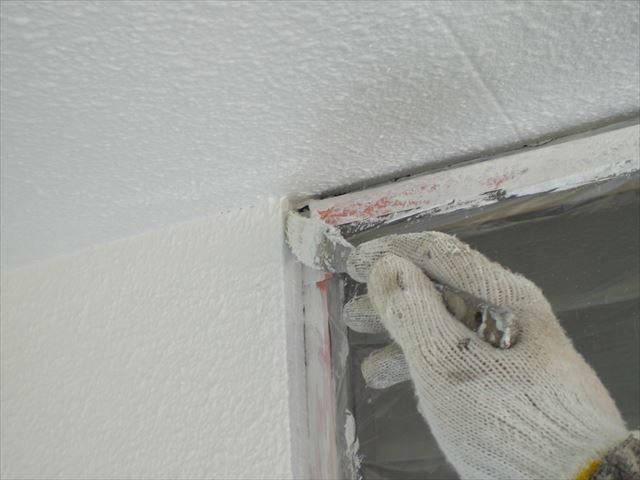 外壁上塗り作業2回目の塗布作業