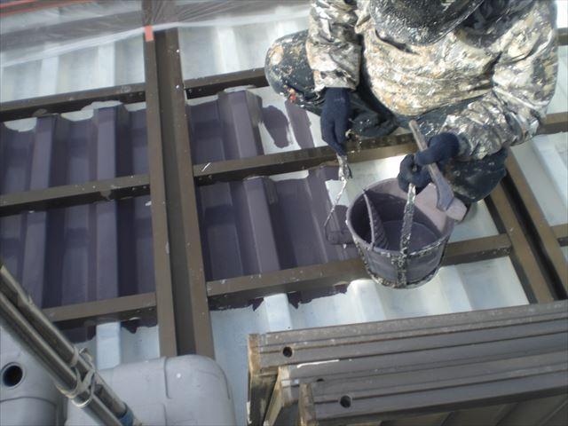 折板屋根の上塗り