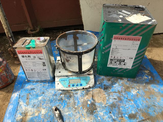 坂東市下出島で窯業系外壁シーリングの打ち替え作業と付帯部の仕上げ塗りをしました