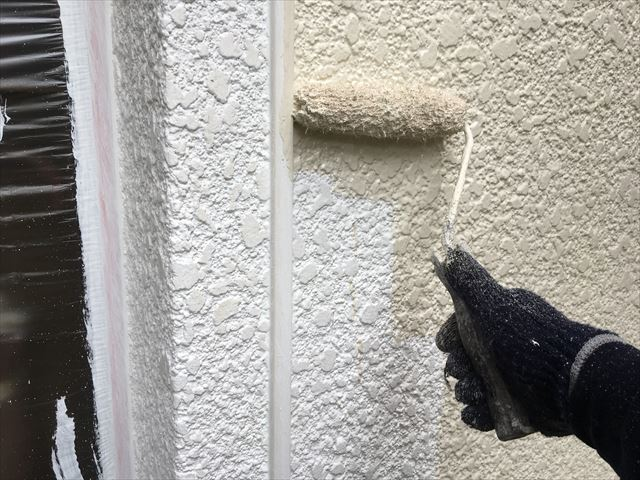 Y邸壁上塗り中1回目