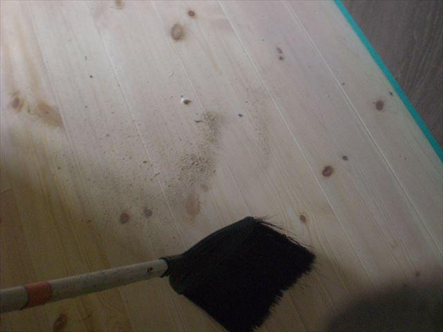 塗装前掃き掃除