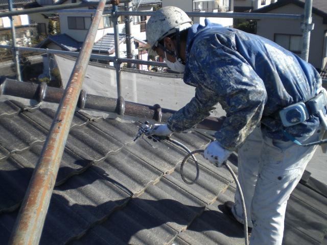 屋根の吹付上塗り2回目
