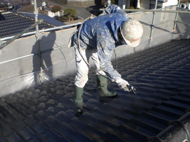 屋根の吹付上塗り1回目