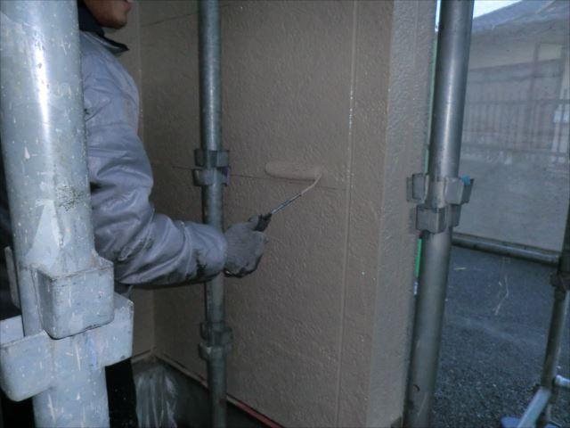 外壁上塗り1回目、クリーンマイルドシリコン