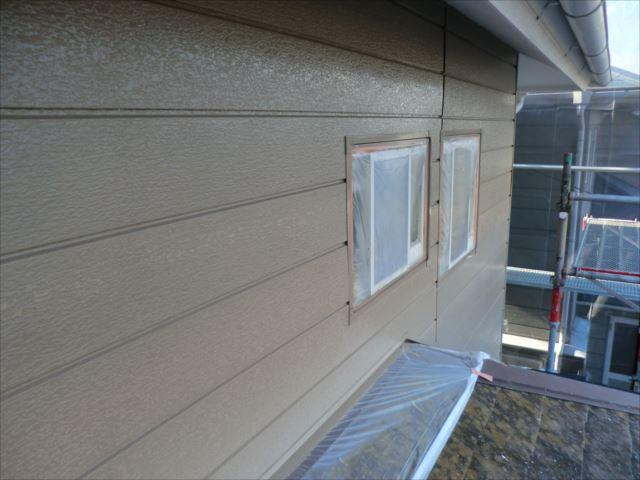 2階鉄板サイディング外壁着色上塗り1回目後、クリーンマイルドシリコン