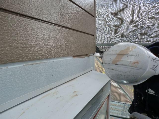 鉄板サイディング外壁着色上塗り1回目、クリーンマイルドシリコン