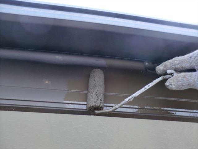 破風板ローラー塗りコスモマイルドシリコン2