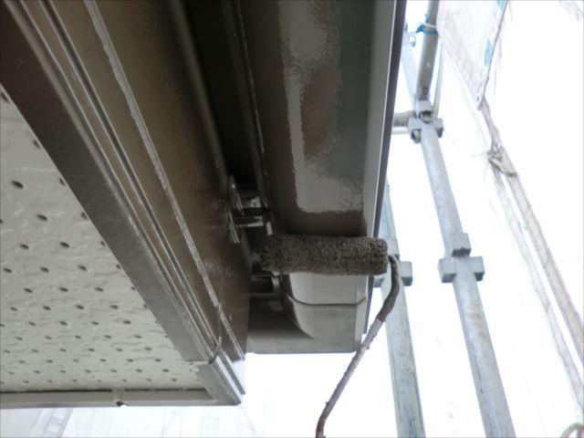 雨樋2回目仕上げ塗装、コスモマイルドシリコン2