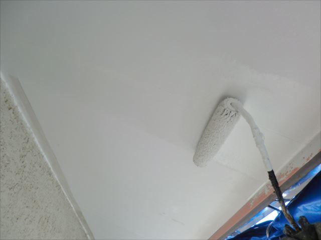 軒天2回目仕上げ塗装、ビニデラックス300