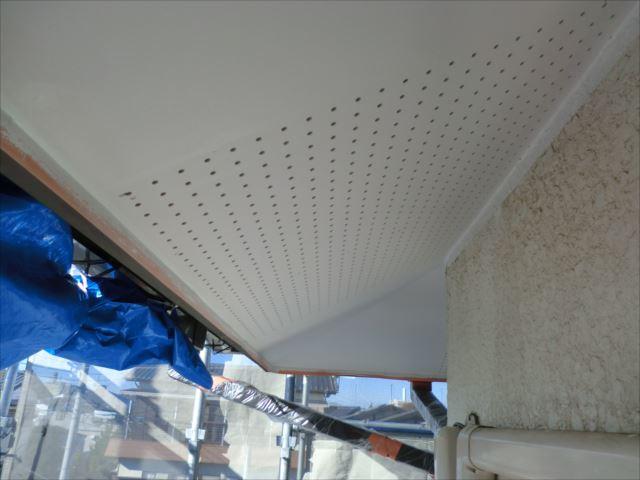 軒天塗装後、ビニデラックス300