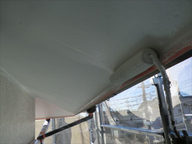 軒天塗装1回目、ビニデラックス300