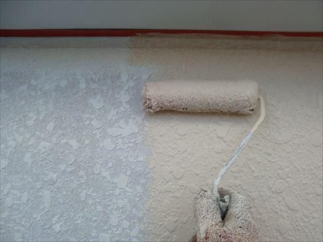 外壁着色1回目ローラー塗り、セラミクリーン