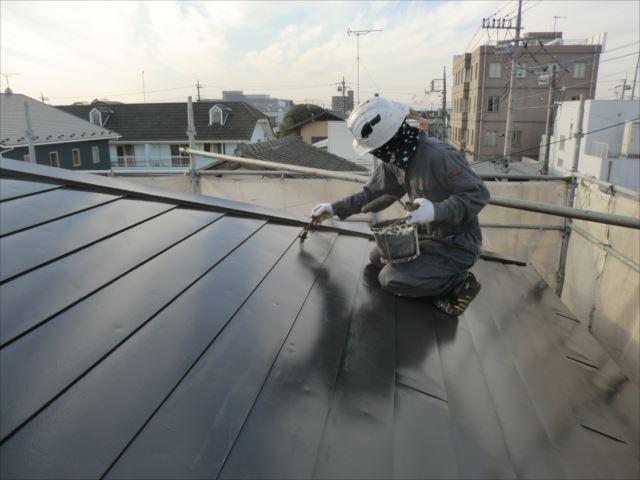 鉄板屋根着色上塗り2回目仕上げ塗装、ヤネフレッシュSI