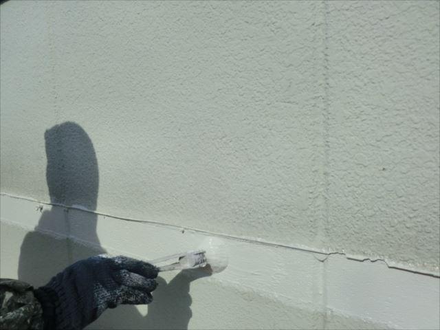 外壁着色1回目刷毛塗り、セラミクリーン