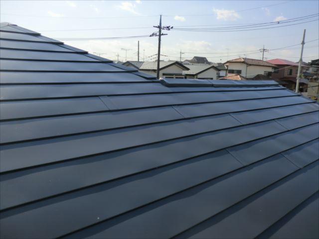 屋根着色上塗り1回目、ヤネフレッシュSI