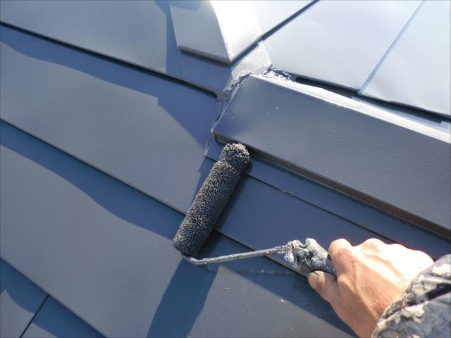 屋根着色2回目仕上げ塗装、ヤネフレッシュSI