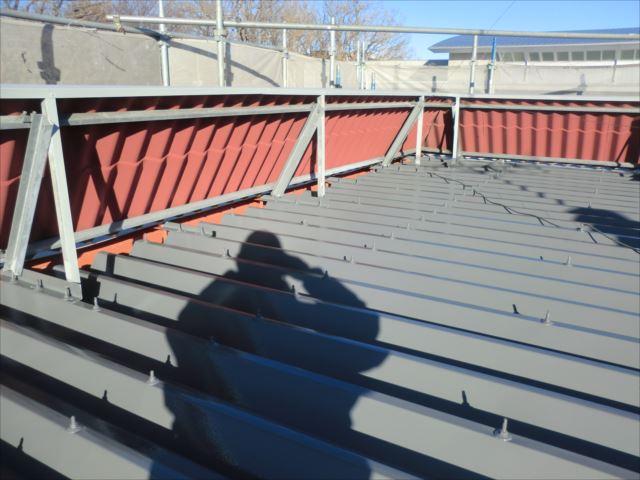 折板屋根着色1回目、ヤネフレッシュSI