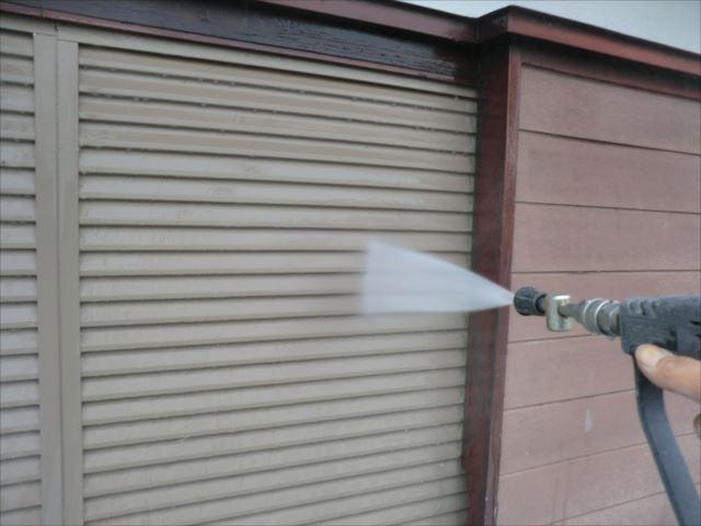 雨戸、高圧洗浄