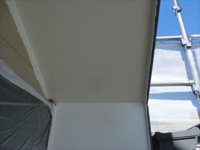 軒天塗装後、セラマイルド
