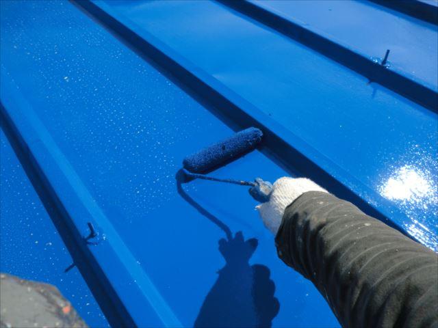 瓦棒屋根着色2回目仕上げ塗装、ユメロックルーフ