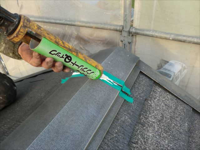 屋根板金ジョイント部分のシーリング