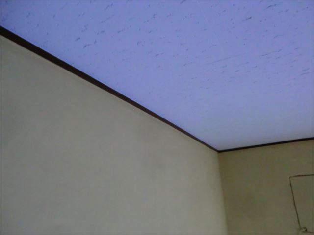 天井見切り塗装後、オイルステイン