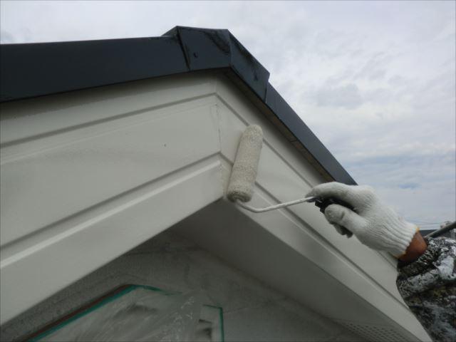 破風板着色2回目仕上げ塗装、クリーンマイルドシリコン