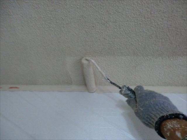 天井着色2回目仕上げ塗装、水性ケンエース