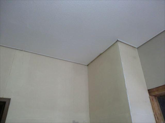 天井見切り塗装前