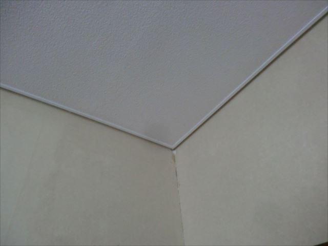 天井見切り塗装後