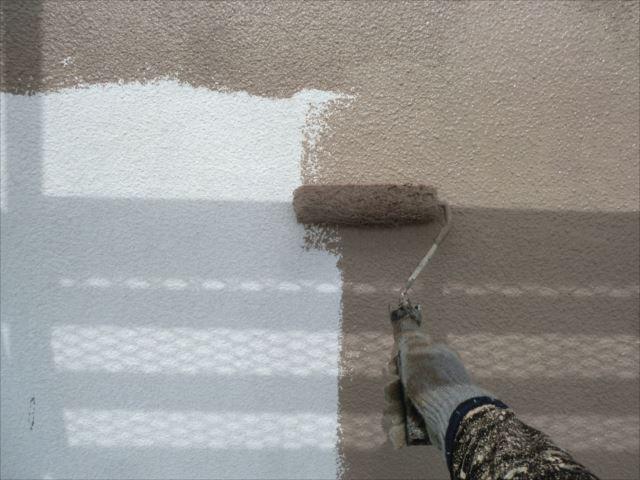 外壁の着色上塗り1回目、セラミクリーン
