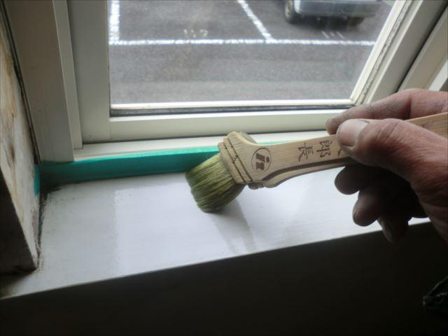 木部下塗り、漂白セラックニス