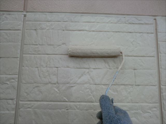 外壁着色2回目仕上げ塗装、水性セラミシリコン