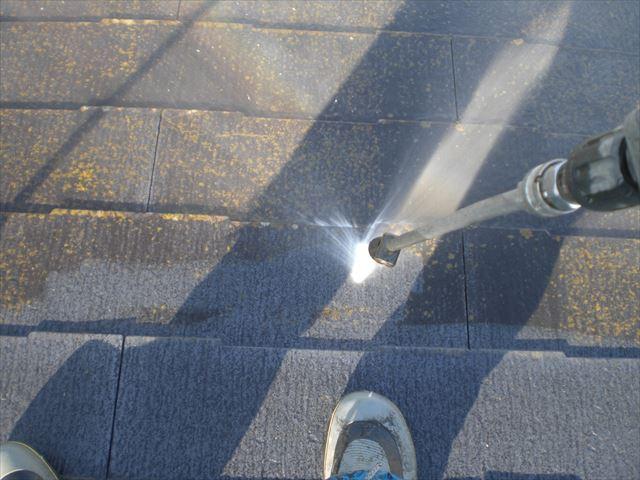 屋根、高圧洗浄作業
