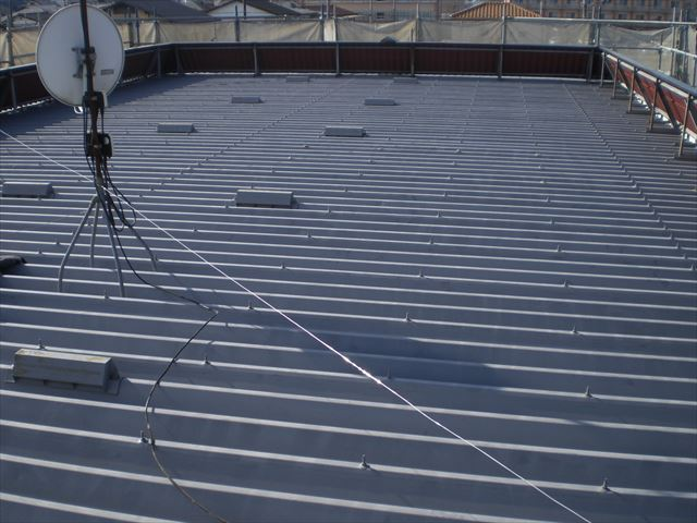 折板屋根下塗り前