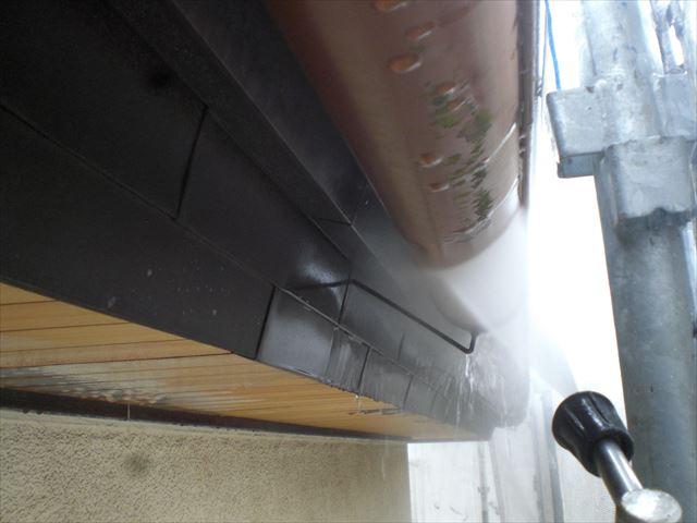 雨樋、高圧洗浄作業