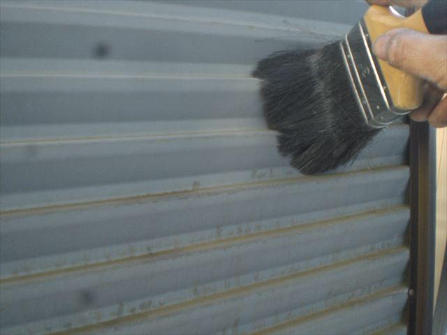 雨戸裏側掃き掃除