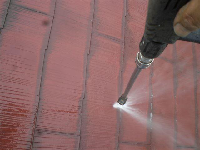 コロニアル屋根洗浄中
