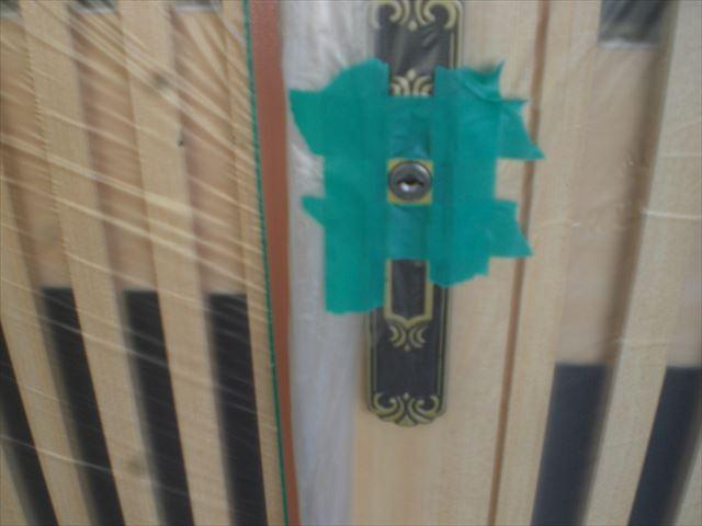 玄関ドア鍵穴テープ養生