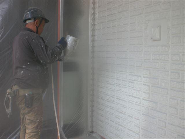 外壁下塗り(吹き付け)