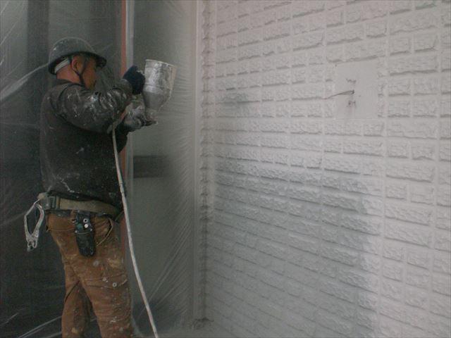 外壁1回目の仕上げ塗り