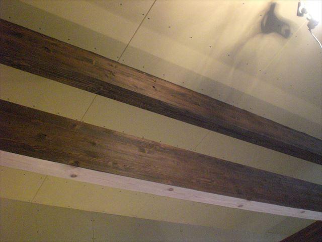 新築内部木部 梁・柱塗装後