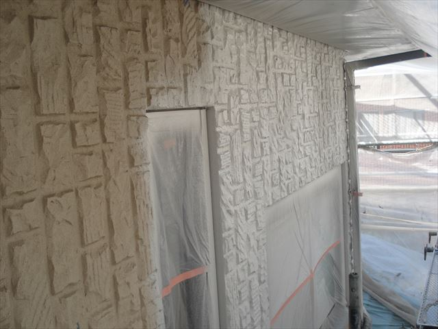 O邸外壁中塗り中